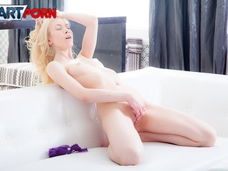 Naughty girl wild clit rubbing until the real..