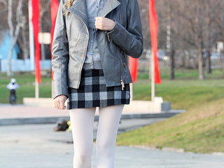 Teen girlfriend looks amazing in her autumn outfit